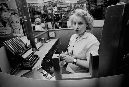 Shalmon Bernstein – Movie Ladies/Times Square